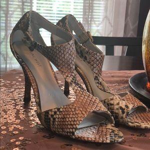 Nine West heels size 8.5 faux snakeskin